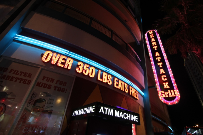 Heart Attack Grill: Over 350lbs eat for free!
